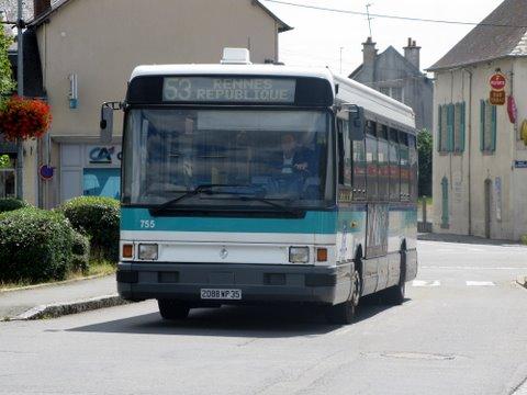 Bus au carrefour de la place saint avit et de la rue de la Poste ...
